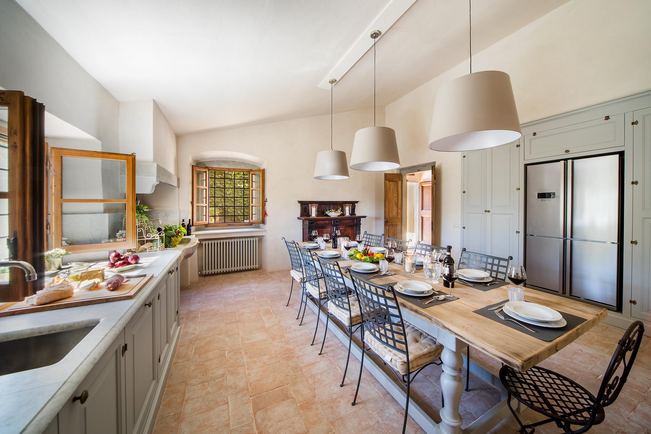 Cucina Con Tavolo.Cucina Con Tavolo Da Pranzo Homes In Tuscany
